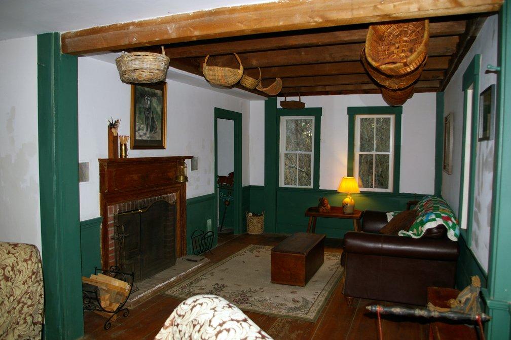 Livingroom-1a.jpg